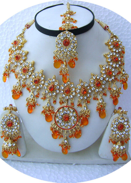 Orange-Round-Pendant-Golden-Base-Necklace-Set-with-Tika[1] (500x700, 475Kb)