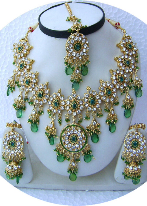 Bottle-Green-Round-Pendant-Golden-Base-Necklace-Set-with-Tika[1] (500x700, 470Kb)