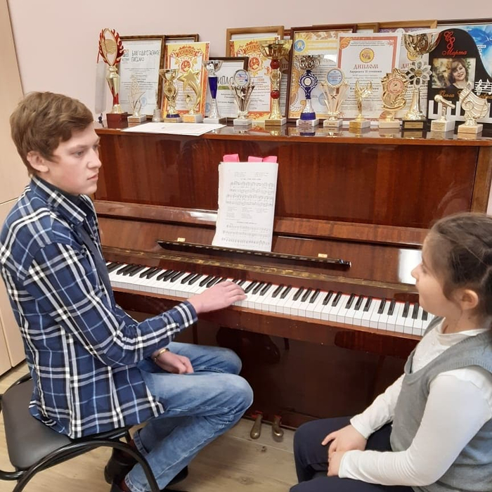 Студент 2 курса СПО Cольное и хоровое народное пение Денис Горовко