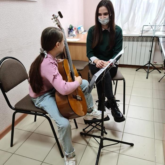 Студентка 1 курса СПО Инструментальное исполнительство (гитара) Балог Кристина