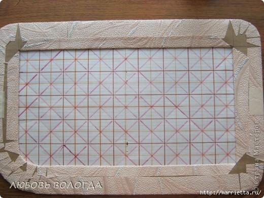 Плетение из газет. Мастер-класс на крышку с цветным узором из трубочек (6) (520x390, 157Kb)