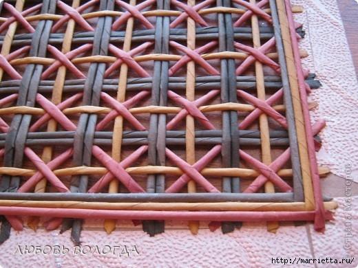 Плетение из газет. Мастер-класс на крышку с цветным узором из трубочек (14) (520x390, 164Kb)