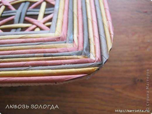 Плетение из газет. Мастер-класс на крышку с цветным узором из трубочек (16) (520x390, 113Kb)