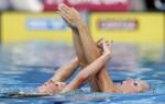 Вибке Джеск и Эдит Зеппенфилд из Германии. Выступление пар на чемпионате Европы по синхронному плаванию в Будапеште, 5 августа 2010 года.