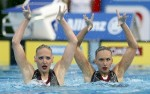 Наталья Ищенко и Светлана Ромашина (Natalia Ischenko and Svetlana Romashina) из России. Выступление пар на чемпионате Европы по синхронному плаванию в Будапеште, 5 августа 2010 года.