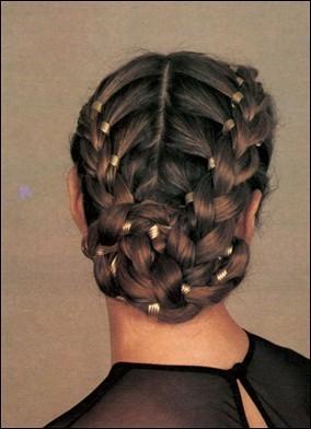 Фотография 1. Плетение кос и косичек - фотография 1.