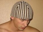 шапка для мужчины связанная спицами.