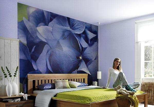 """Фотообои в интерьере спальни: Komar  """"Hortensia """" 8-704."""