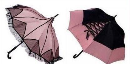 Такие зонтики, контрастируя с хмурым...