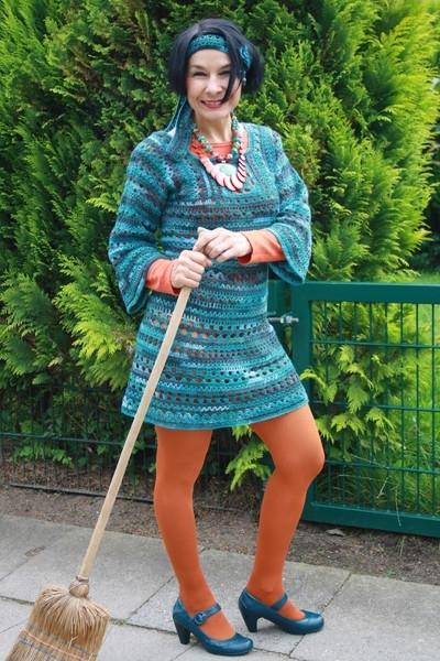 Вязанная шаль в стиле хиппи.