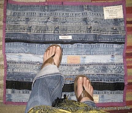 Из старых джинсов чего только не шьют - ковры, коврики, пледы, одеяло...