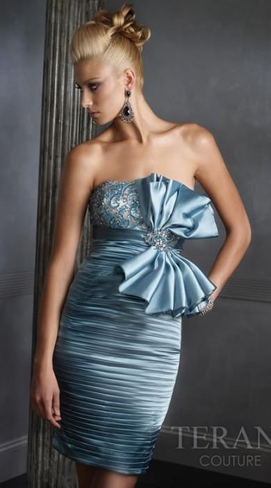 Cocktail dress) - укороченное женское платье для торжественных случаев...