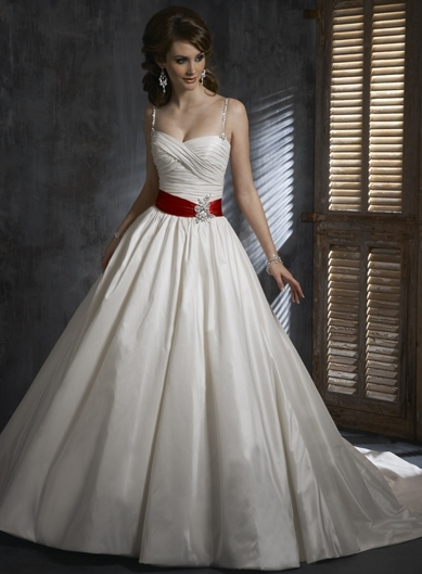 Winona - пышное свадебное платье.
