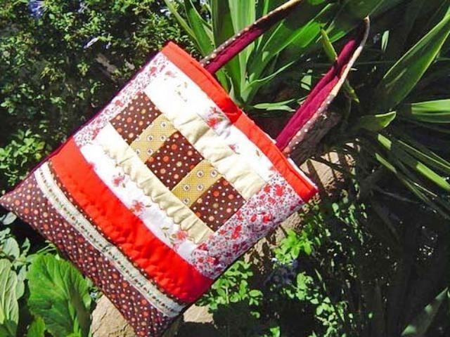 Еще хочу сумку, что-то типа такой, цветной из лоскутков.