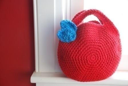 Маленький клатчик, украшенный бисером, или вместительная пляжная сумка...
