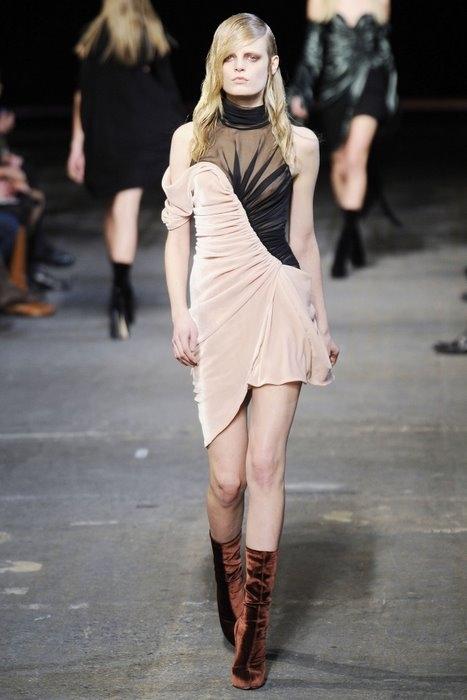 Вечерние платья осень-зима 2010-2011 от Модных Домов Мод.  Фото.